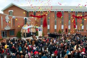 De Scientology Kerk Greater Cincinnati vierde de opening van haar nieuwe kerk in Florence, Kentucky. Scientologen, gasten en nationale en lokale hoogwaardigheidsbekleders waren aanwezig bij de ceremonie.  De nieuwe Scientology Kerk zal niet alleen diensten aanbieden aan haar leden, maar zal tevens de maatschappelijke initiatieven van de kerk uitbreiden naar de heel drie-staten-regio Ohio-Kentucky-Indiana.