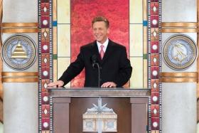 Dhr. David Miscavige, Voorzitter van de Raad van het Religious Technology Center en kerkelijk leider van de Scientology religie, opende de nieuwe Scientology Kerk in Greater Cincinnati.