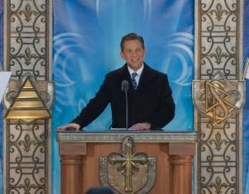 De heer David Miscavige, Voorzitter van de Raad van Religious Technology Center en kerkelijk leider van de Scientology religie, heeft de nieuwe Scientology Kerk van Québec ingewijd.