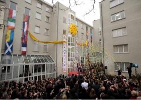 Op 23 januari 2010 voegden Europese hoogwaardigheidsbekleders zich met zo'n 1000 scientologen samen voor de indrukwekkende opening van het nieuwe hoofdkwartier van de nieuwe Scientology Kerk in Brussel.