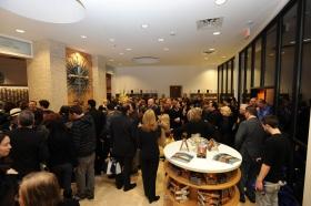 Nadat het lint van het volledig gerestaureerde gebouw op Emerson Avenue 2761was doorgeknipt namens scientologen en de genodigden een eerste rondleiding door de nieuwe Scientology Kerk & Celebrity Centre van Las Vegas.