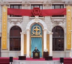 In het hart van San Francisco wijdde de heer Miscavige het gerestaureerde historische Transamerica gebouw in het symboliseert een nieuw tijdperk van spirituele activiteit.